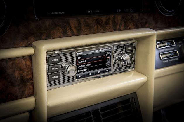 ジャガー・ランドローバー、クラシックカーのインテリアに合うインフォテインメント・システムを発売