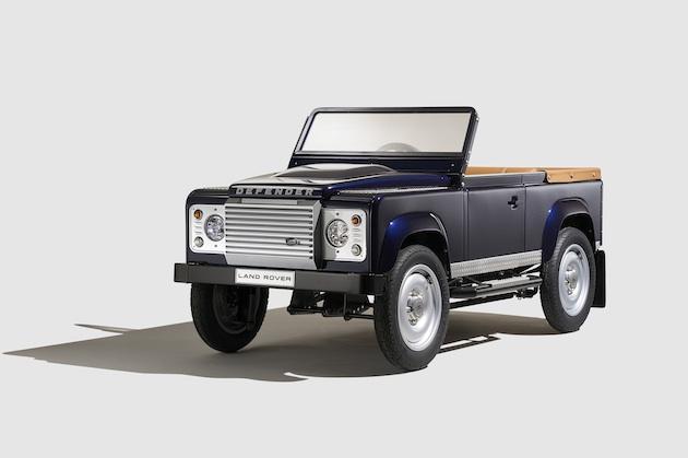 ランドローバー、実車を忠実に再現した「ディフェンダー」の子供用ペダルカーを発表