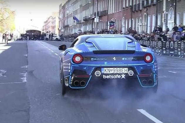 【ビデオ】フェラーリ「F12 TdF」、究極のV12サウンドをガムボール3000で披露