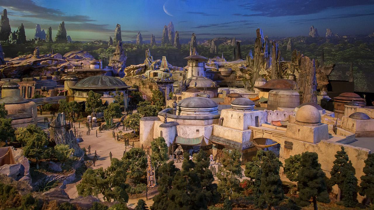 ディズニーが『スター・ウォーズ』ランドの詳細動画公開。広大な敷地に