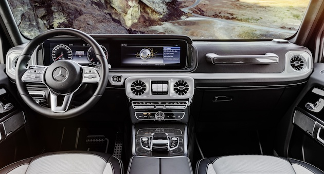 Wie in der neuen E- und S-Klasse kommen als Kombiinstrument auf Wunsch ein großes Display mit virtuellen Instrumenten im direkten Blickfeld des Fahrers sowie ein Zentraldisplay über der Mittelkonsole zum Einsatz. As in the new E and S-Class, an alternative instrument panel in the form of a large display screen showing virtual instruments in the driver's direct field of vision and a central display above the centre console is available as an option.