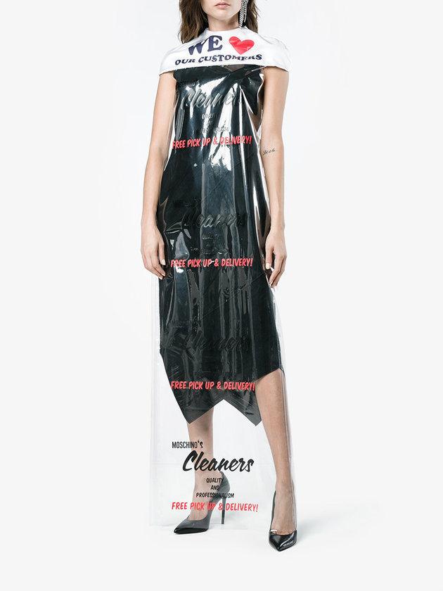 La robe cape transparente de Moschino, 1160.11$ à Browns