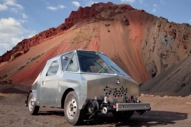 【ビデオ】線路と道路を走れる改造車で、メキシコの廃線1万キロを辿る