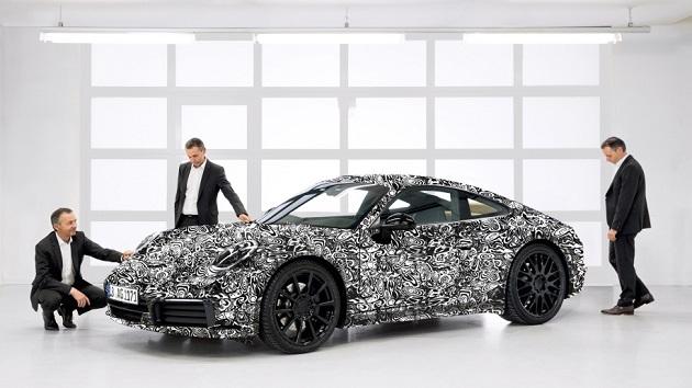 ポルシェ、カモフラージュを施した次期型「911」の画像を公開! そして「電動スポーツカーではない」と宣言