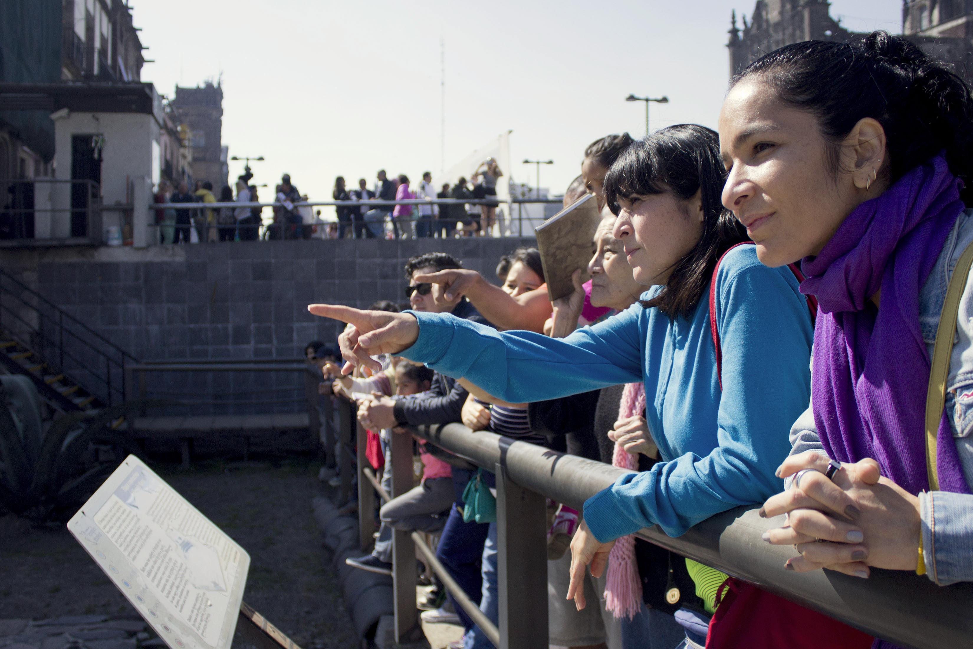 Personas participan en una de las actividades del programa de paseos históricos en el Centro Histórico...