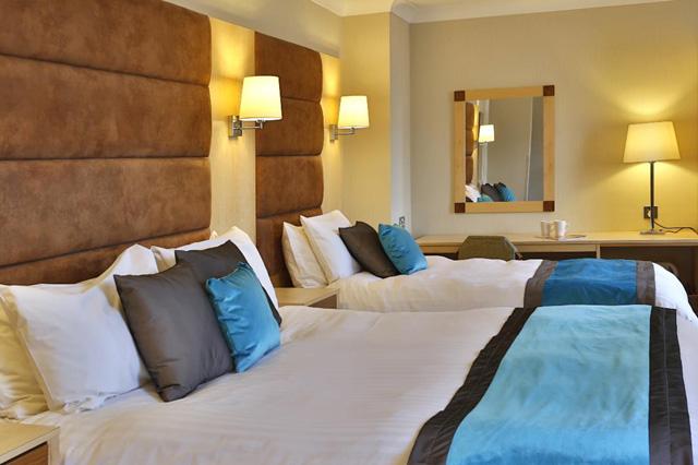 heath court hotel bedroom