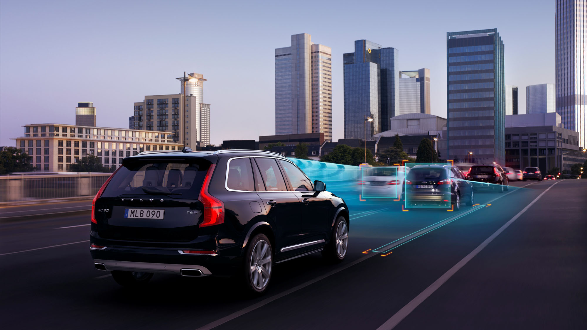 Adaptive Cruise Control with Queue Assist enables safe and comfortable driving by following the vehicle in front in slow-moving queues. Acceleration, braking and steering are controlled automatically.