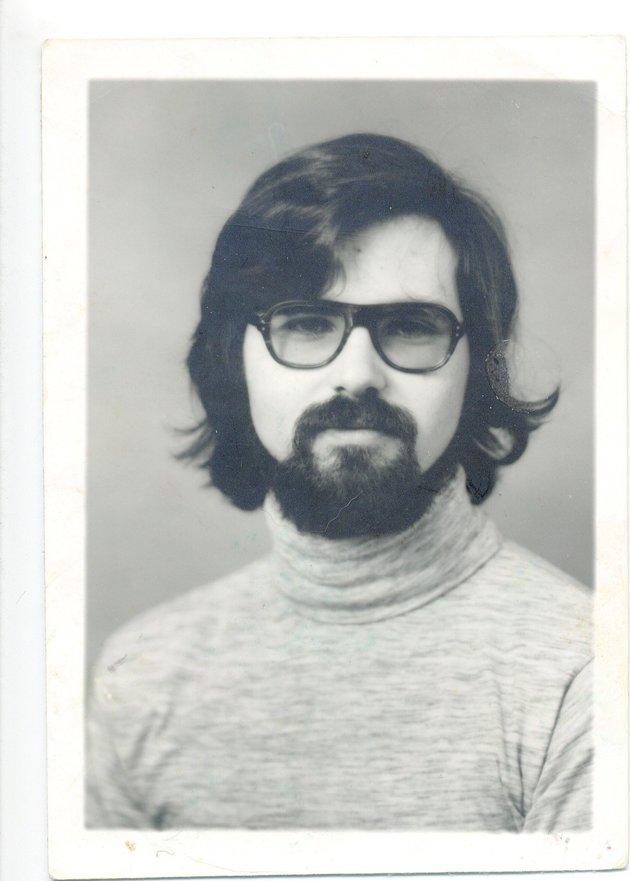 Foto de Jim Carson cuando se graduó en la Universidad, antes de pasar a llamarse Michael Bear