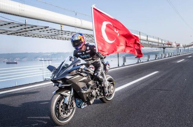 【ビデオ】レース仕様のカワサキ「H2R」が公道で最高速400km/hを達成