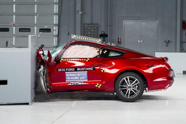 米国を代表する3台のスポーツカーがIIHSの衝突試験で低評価、甚大な身体的被害の可能性も