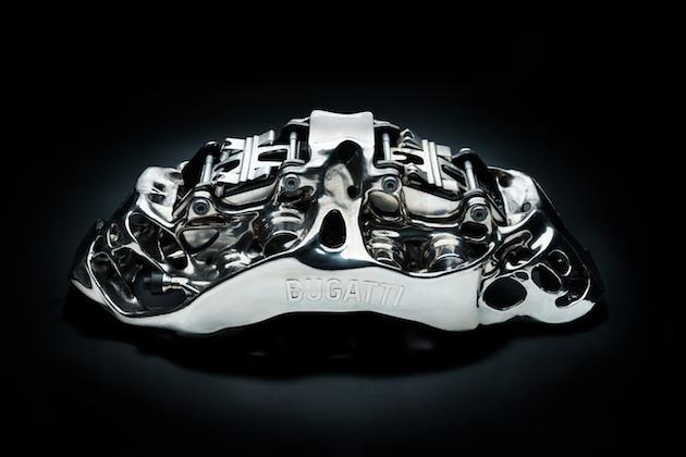まるで有機物のような形! ブガッティ、3Dプリンターで製造した新型チタン製ブレーキ・キャリパーを発表