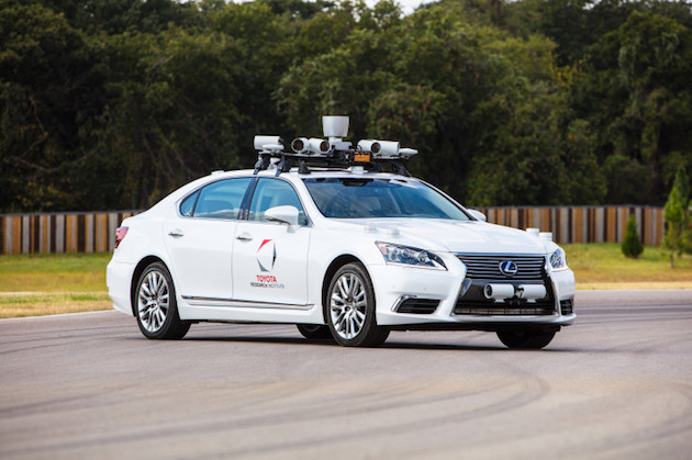 トヨタ、自動運転車の公道テストを停止 Uberの事故を受けて
