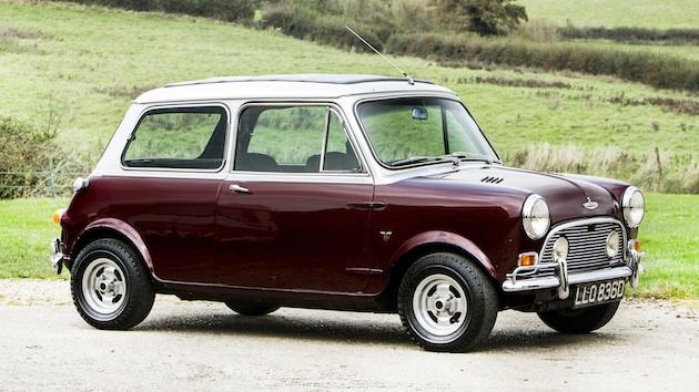 元ビートルズのメンバーが所有していた2台の英国車がオークションに出品され高値で落札