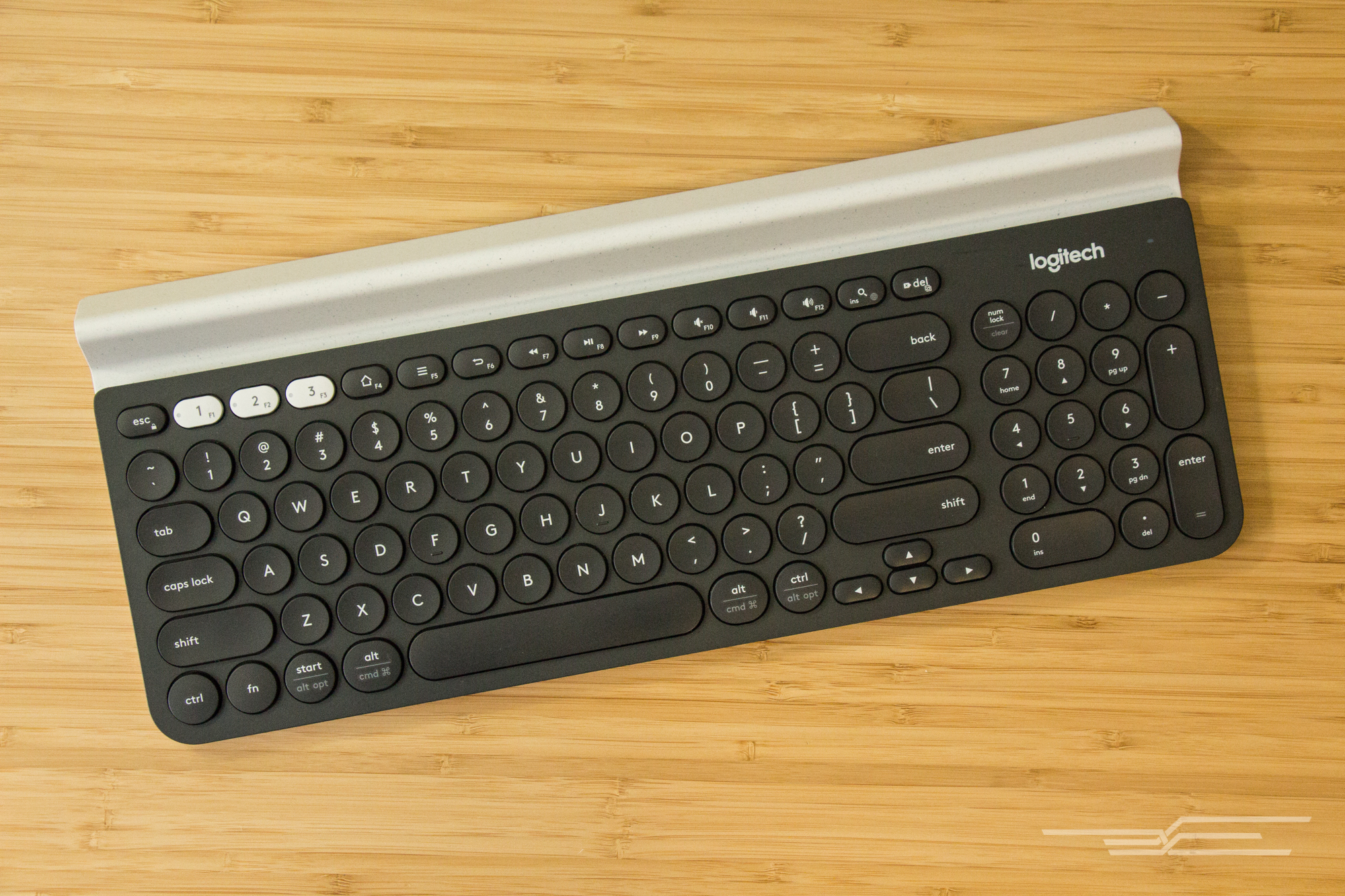 126c6440b71 A keyboard with a number pad: Logitech K780
