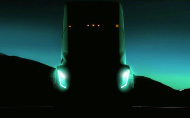 テスラのイーロン・マスクCEO、「信じられないほど素晴らしい」電動大型トラックを10月26日に発表すると予告