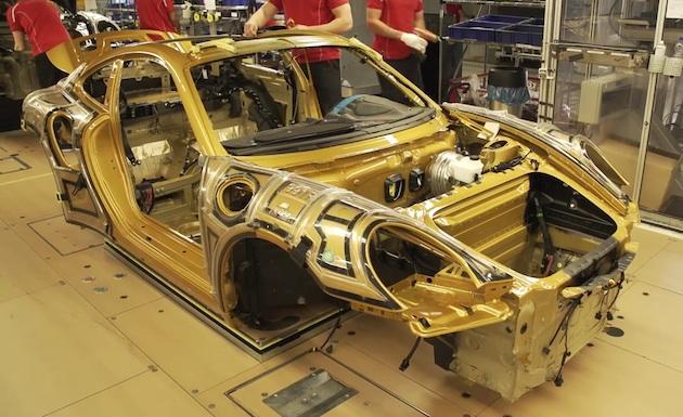 【ビデオ】見応えあり! ポルシェ、「911ターボS」限定モデルの組み立て工程を映像で公開