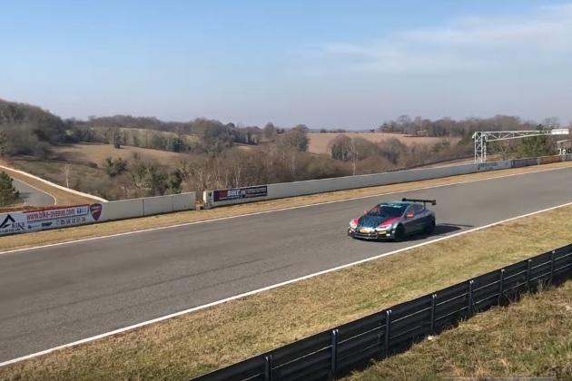 「エレクトリック GT」レースに参戦するテスラ「モデルS」の走行映像が公開!
