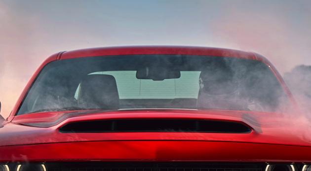 【ビデオ】ダッジ、「チャレンジャー SRT デーモン」が装備する量産車最大となるフード・スクープを公開