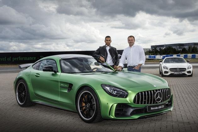 ルイス・ハミルトンが、自身の名前を付けたスーパーカー「メルセデス AMG GT LH」を造ってみたいとCEOに直談判