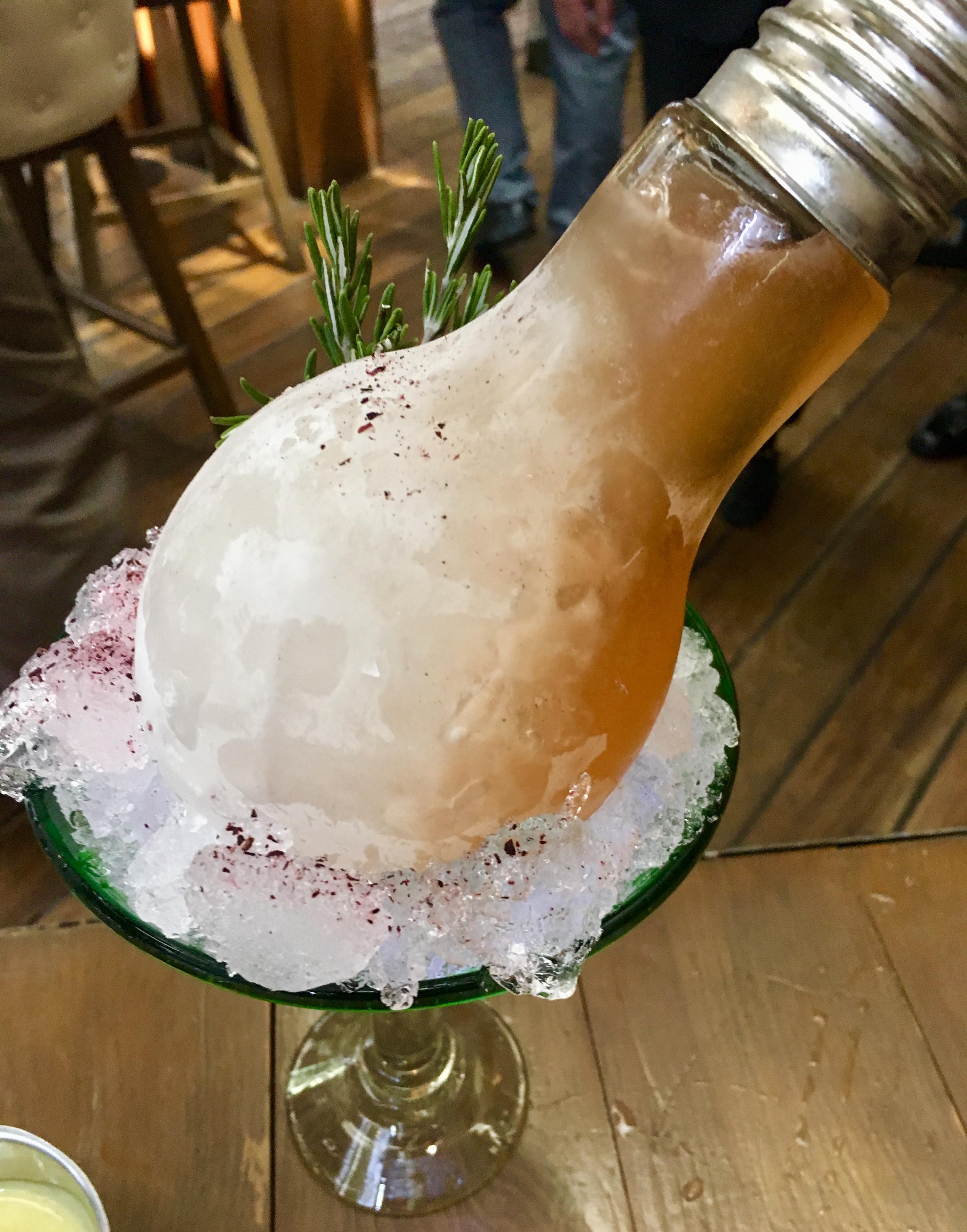En Rosa Negra encontrarás platillos con sabor a latinoamérica maridados con una mixología