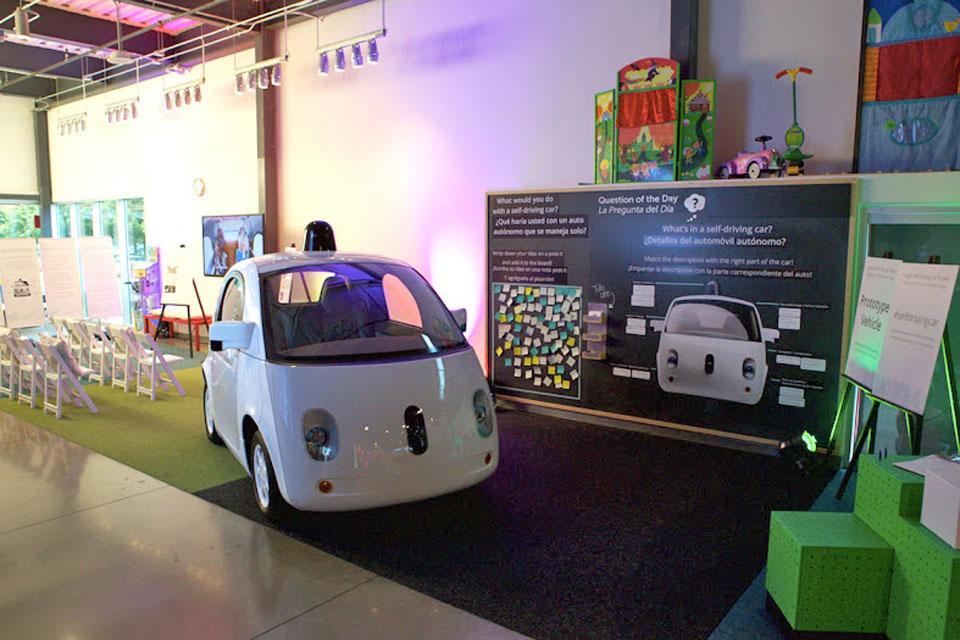 谷歌的无人汽车在德州要回避行人和... 鹿