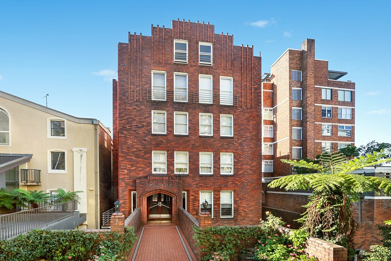 The roof space of this Elizabeth Bay 1930s apartment block went for a cool $1million. Yep, 'roof