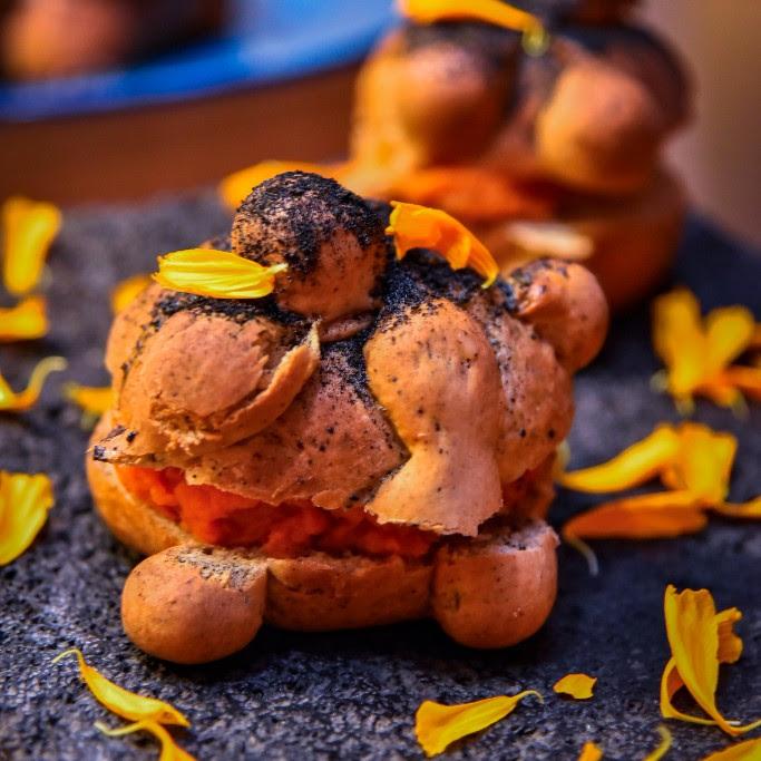 Pan de muerto tradicional y con variedades que debes probar esta