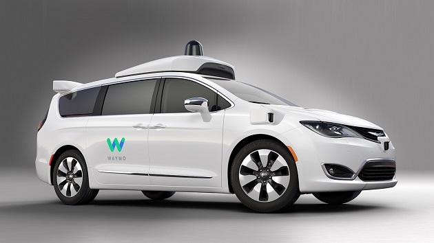 FCAがクライスラー「パシフィカ ハイブリッド」をベースにしたGoogleの自動運転車を公開