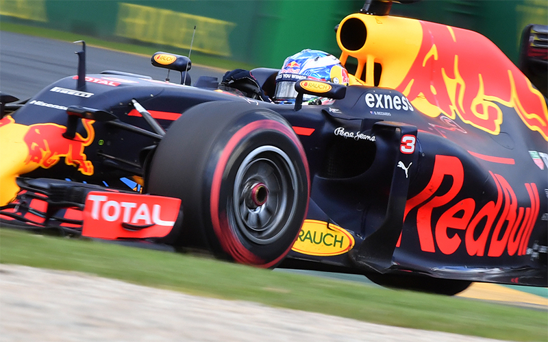 Daniel Ricciardo drives during the 2016 Australian F1 Grand Prix.