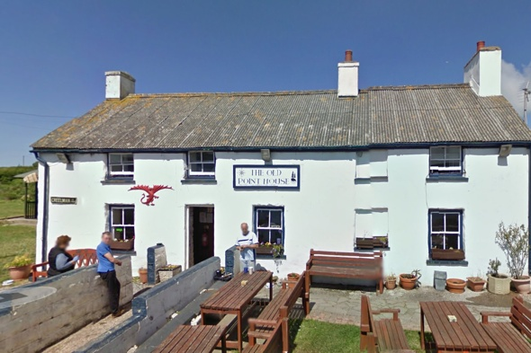 four-tourists-satnav-fail-rescued-sea-searching-for-pub-wales