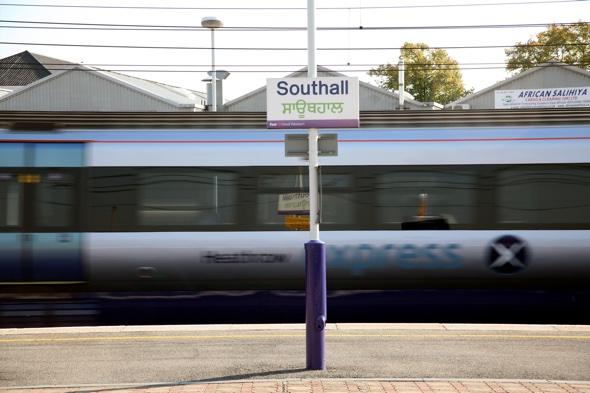 Heathrow Express train derails causing delays