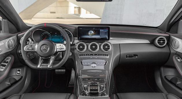 Mercedes-AMG C43 4MATIC Limousine, Night Paket und AMG Carbon-Paket II, Interieur: Leder Schwarz mit roten Kontrastziernähten, Lenkrad: AMG Lenkrad in Leder Nappa, Zierteil: AMG Zierelemente Carbon / Aluminium mit Längsschliff hell;Kraftstoffverbrauch kombiniert: 9,1 l/100 km; CO2-Emissionen kombiniert: 209 g/km* (vorläufige Daten)  Mercedes-AMG C43 4MATIC Sedan, Night package und AMG Carbon- package II, Interior: Leather black with red contrast ornamental seam, Steering wheel: AMG steering wheel in leather Nappa, Body trim: AMG body trim carbon / aluminium with lengthwise grinding bright;Fuel consumption combined: 9.1 l/100 km; CO2 emissions combined: 209 g/km* (provisional data)
