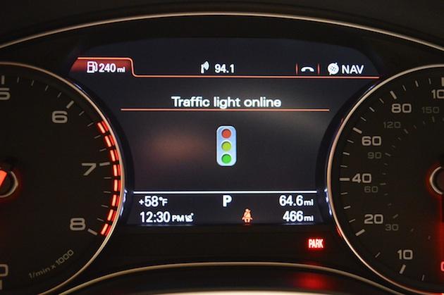 上手く青信号に当たるようにアシストしてくれるアウディの最新システムを体験!
