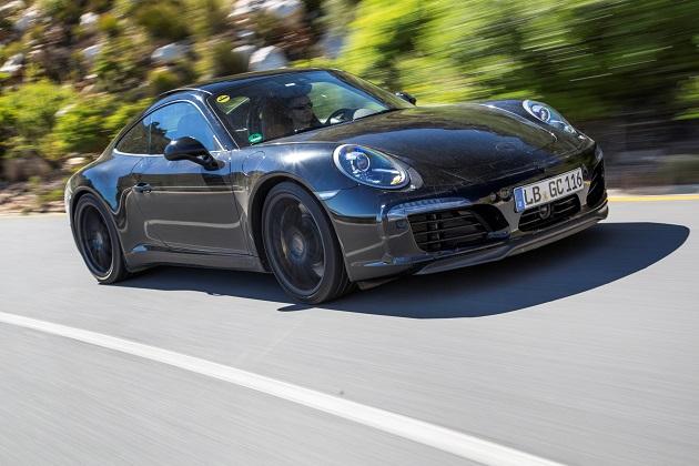 ポルシェ、開発中の新型「911」の写真を公開!