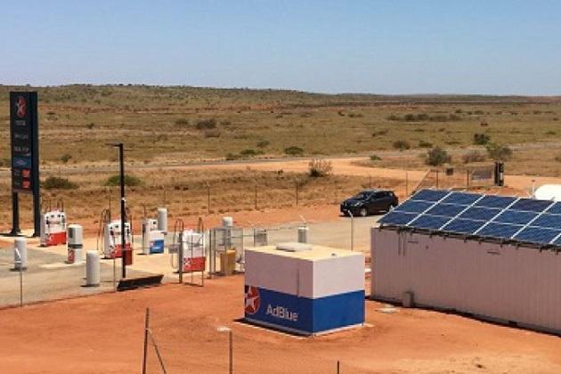 オーストラリアの僻地に世界初の太陽光発電の給油所が登場