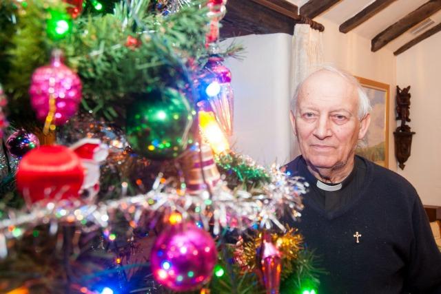 UK's Oldest Chrstmas decorations