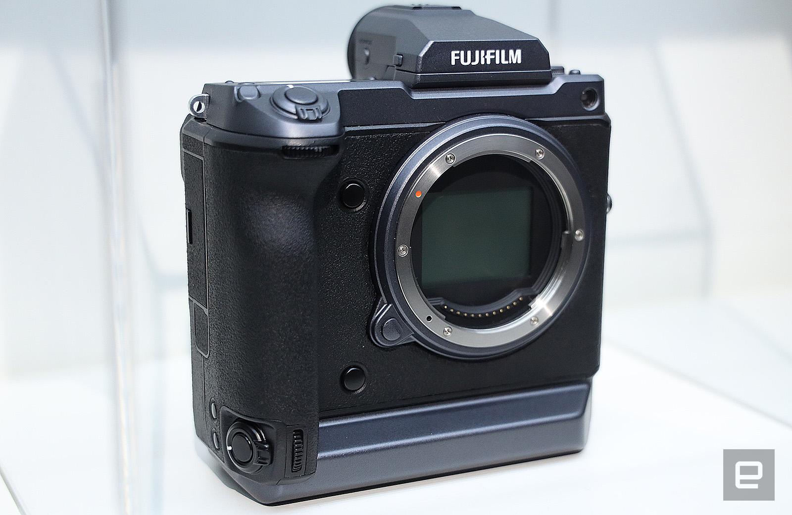A closer look at Fujifilm's GFX 50R and GFX 100 medium