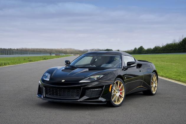 ロータスから、往年のF1マシンを思わせる黒と金のカラーリングを施した「エヴォーラ スポーツ410 GPエディション」が登場