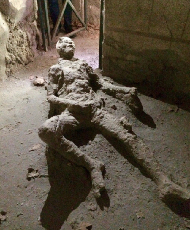 What was this Pompeii victim doing when he died?