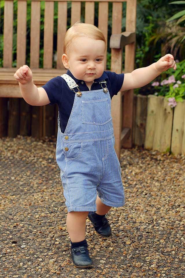 Prince-George-Kate-Middleton-Swimming