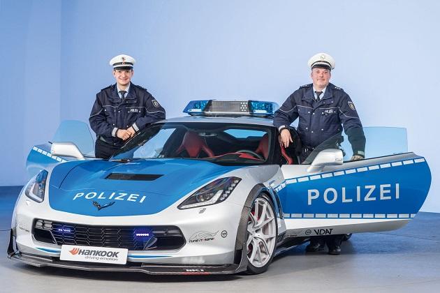ドイツ、警察仕様のシボレー「コルベット」で安全な合法チューニングをPR!