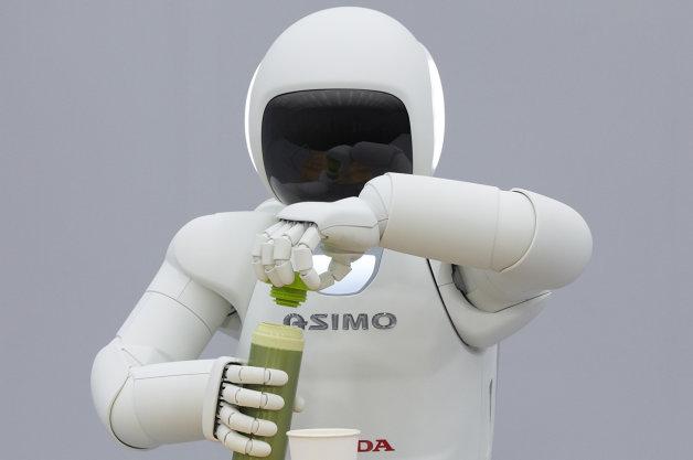 より滑らかに動き、手先も器用! ホンダの新型「ASIMO」が登場