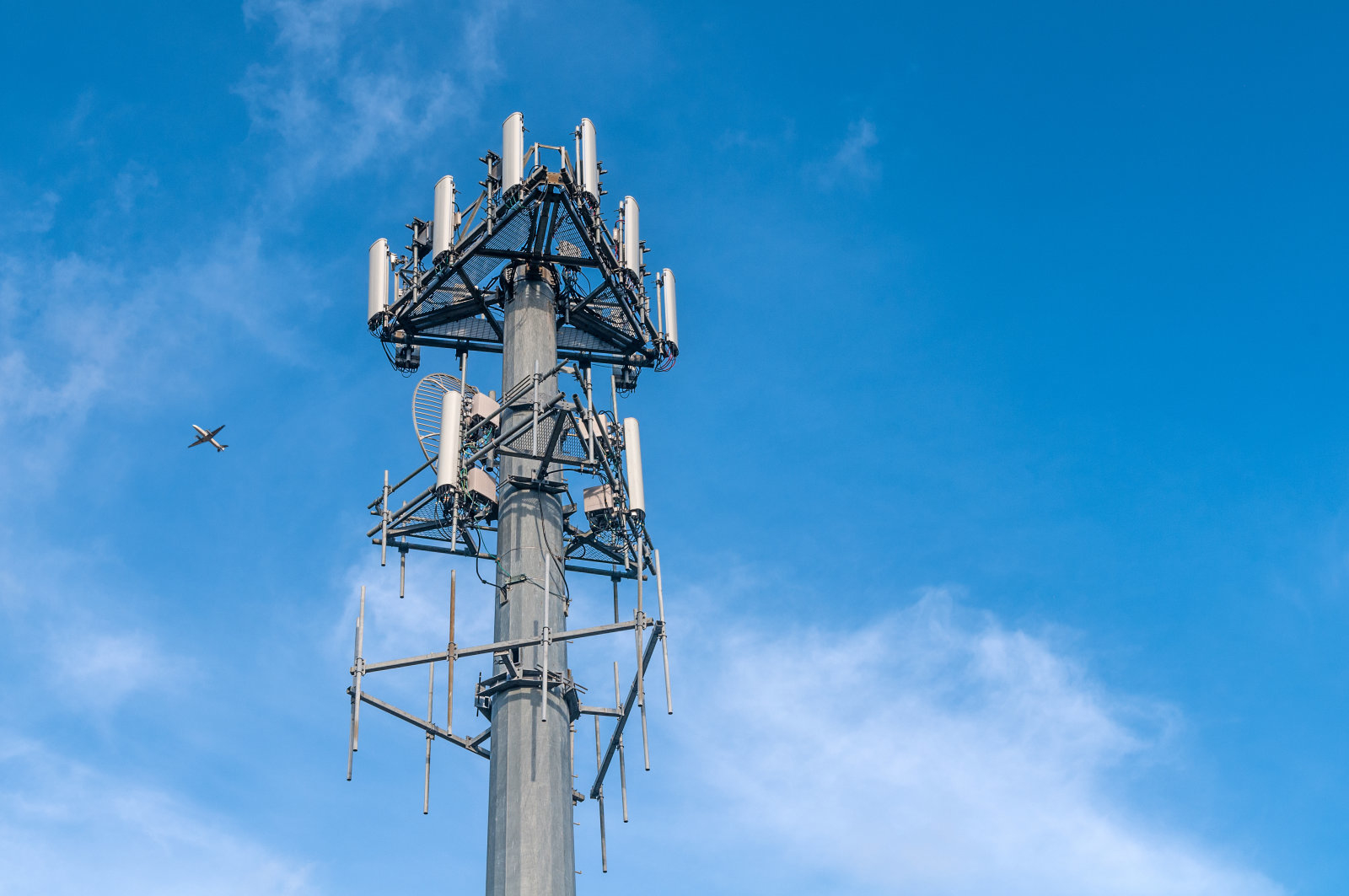 Supreme Court ruling requires search warrant for phone location data