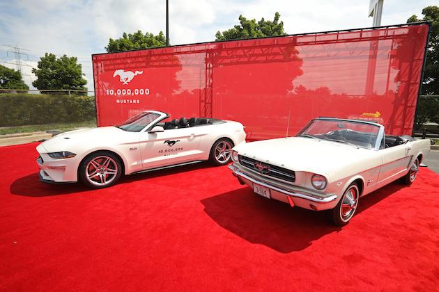 【ビデオ】フォード「マスタング」生産1,000万台目の誕生を祝って、歴代モデルのオーナー達が集合!