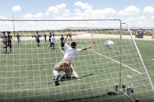 El futbol es una de sus actividades