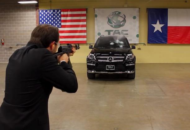 【ビデオ】超過激! 防弾ガラスの性能を社長自らが命をかけてテスト!