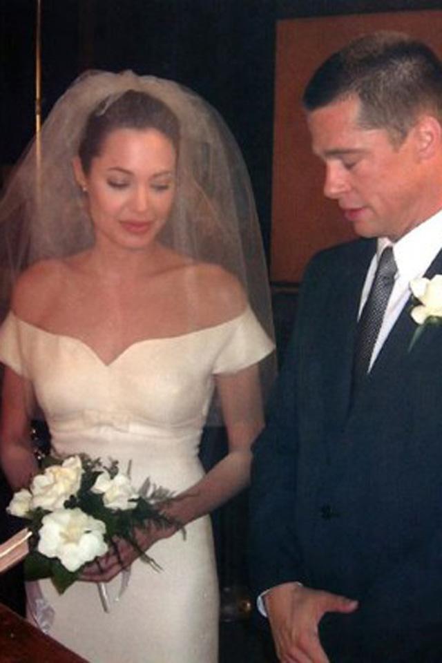 Angelina Jolie\'s Wedding Dress Was \'Very Traditional\'