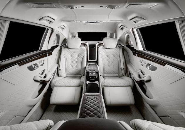 Mercedes-Maybach S 650 Pullman; Exterieur: Obisidianschwarz, Schmiederad 20 Zoll im 10-Loch Design; Interieur: Leder designo Exclusive seiden beige /satin rot, Zierelement Wurzelnuss glänzend;Kraftstoffverbrauch kombiniert: 14,6 l/100 km, CO2-Emissionen kombiniert: 330 g/km*  Mercedes-Maybach S 650 Pullman; exterior: obsidian black, 20-inch 10-hole forged wheels; interior: leather designo Exclusive silk beige/satin red, High-gloss brown burr walnut wood trim;Fuel consumption combined: 14.6 l/100 km, combined CO2 emissions: 330 g/km*