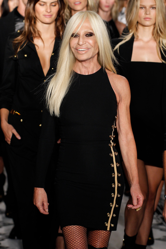 Liz Hurleys Safety Pin Versace Dress Gets Updated For New York