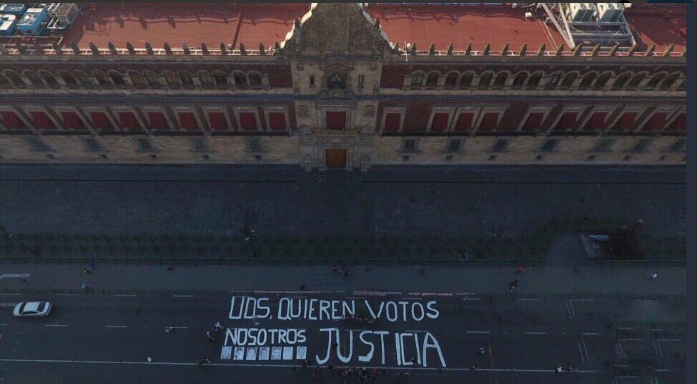'Ustedes quieren votos, nosotros justicia', así la protesta de periodistas en Palacio Nacional (fotos...